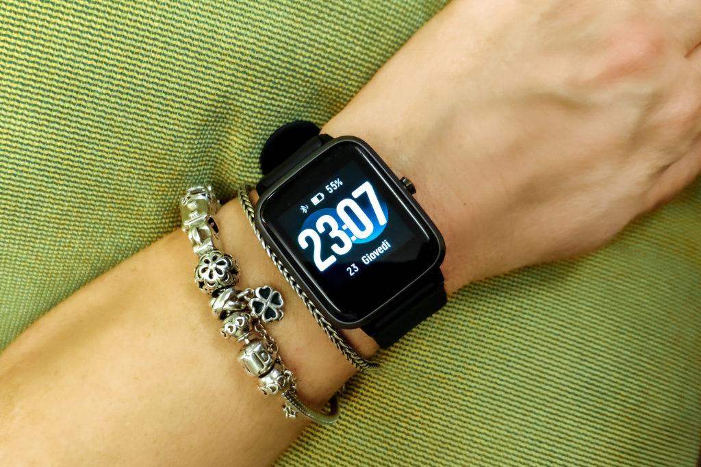I migliori smartwatch sportivi economici e fitness tracker da donna - Yamay TE020-BK-F-IT
