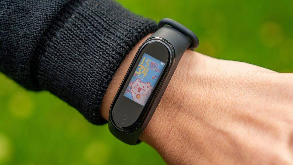 I migliori smartwatch sportivi economici e fitness tracker da donna - Xiaomi Mi Band 4