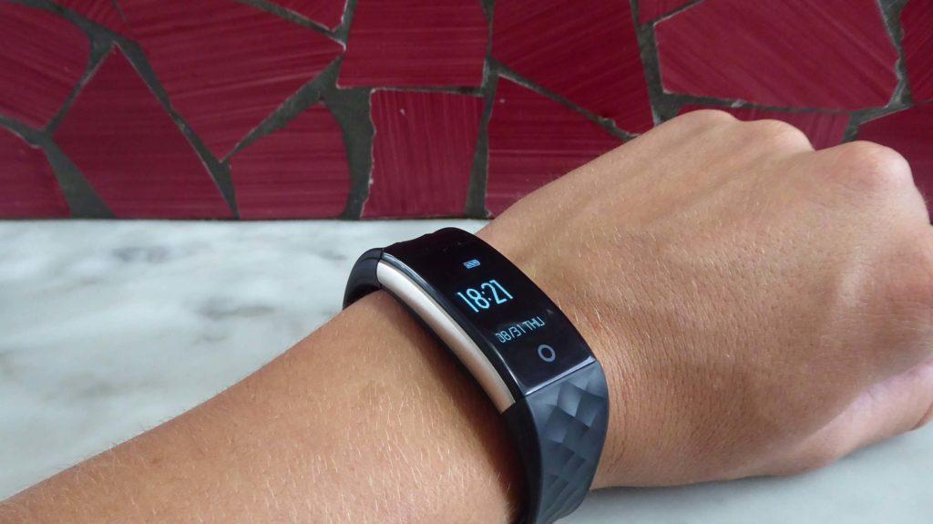 I migliori smartwatch sportivi economici e fitness tracker da donna - Willful WL358-BK-IT